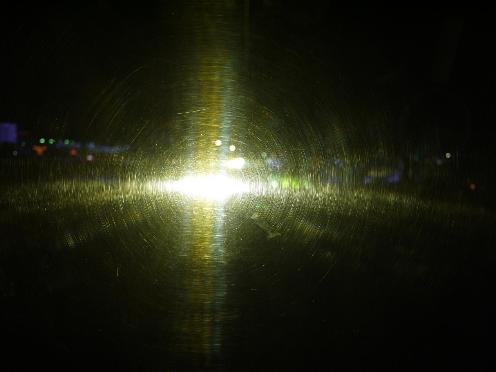 ガラスを透過する光