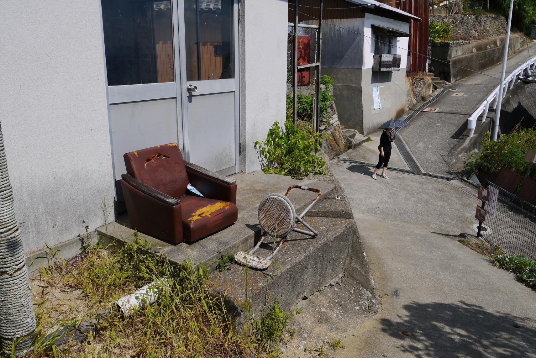 誰用のソファ